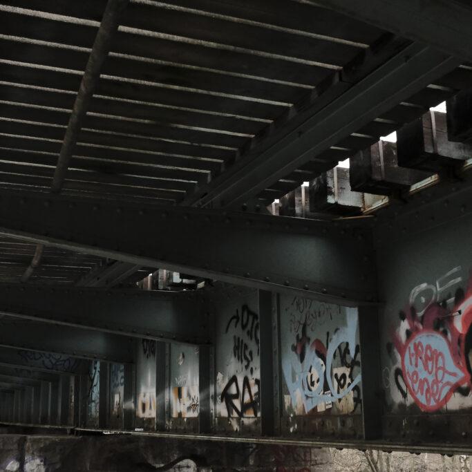 Graffiteja sillan alla