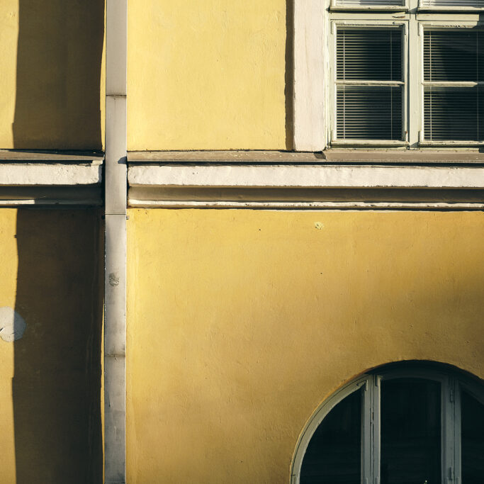 Keltaisen talon seinä