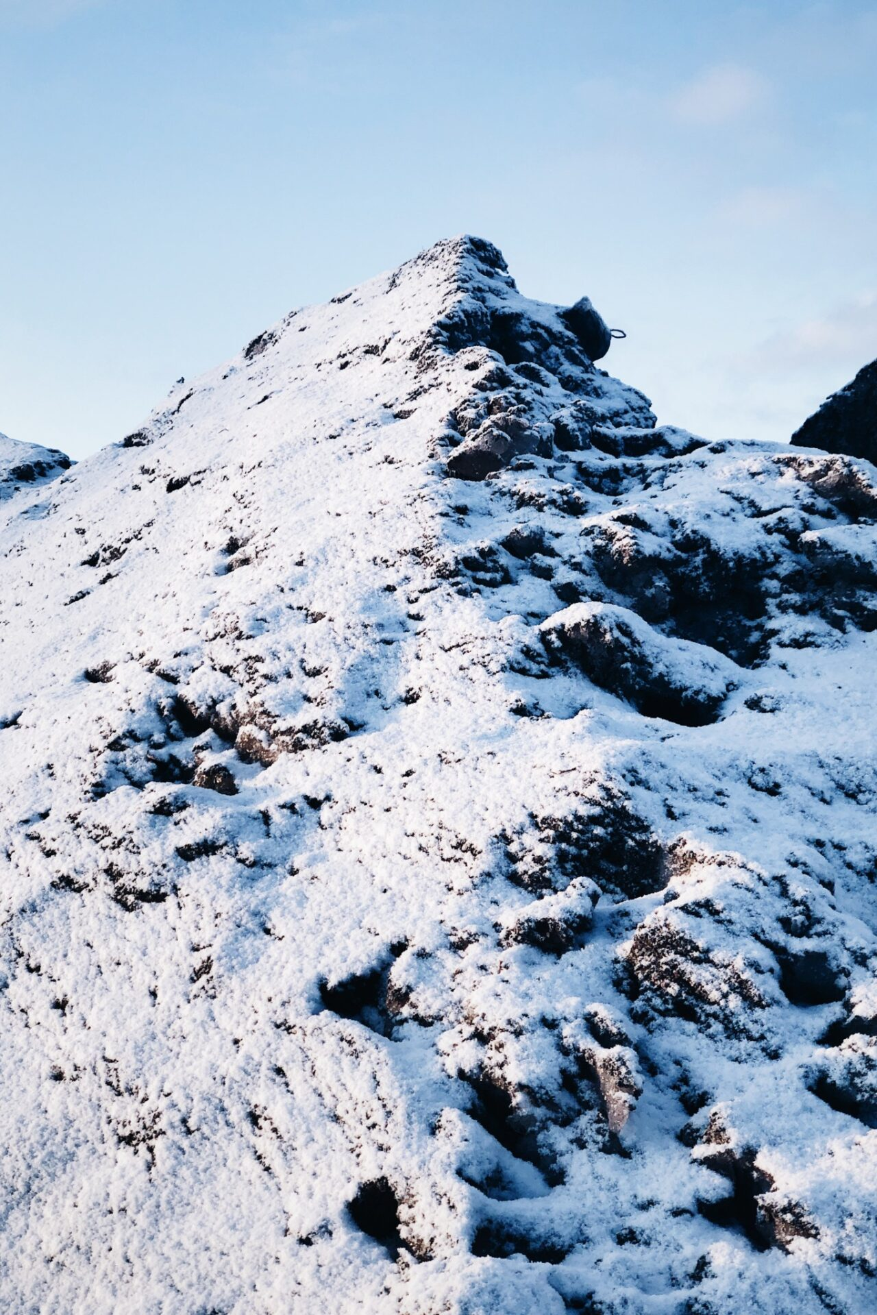 Vuorenhuippu vai lumikasa